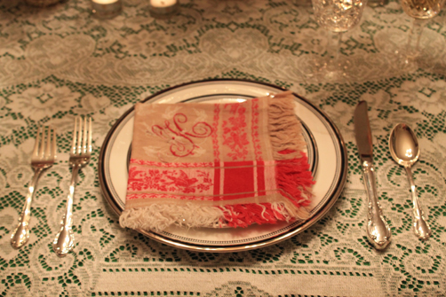 Carly-is-Inspired-Christmas-Tablescape-9